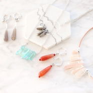 Inspirational Sets Earrings and necklaces with a natural look!