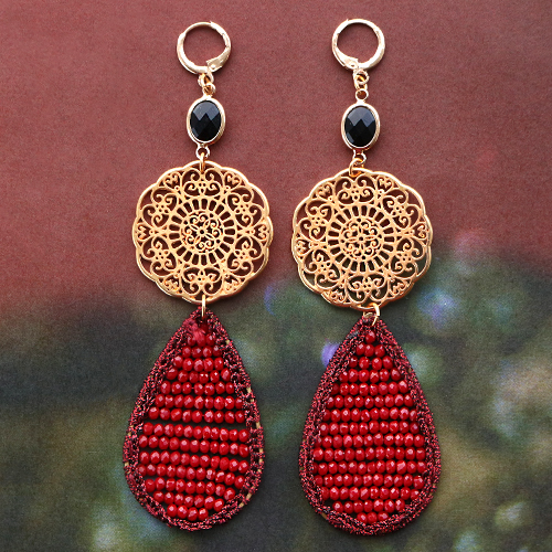 Make beautiful earrings in wintery colors with these facet pendants