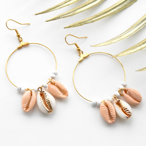 This is how you make summer jewellery with shell beads: