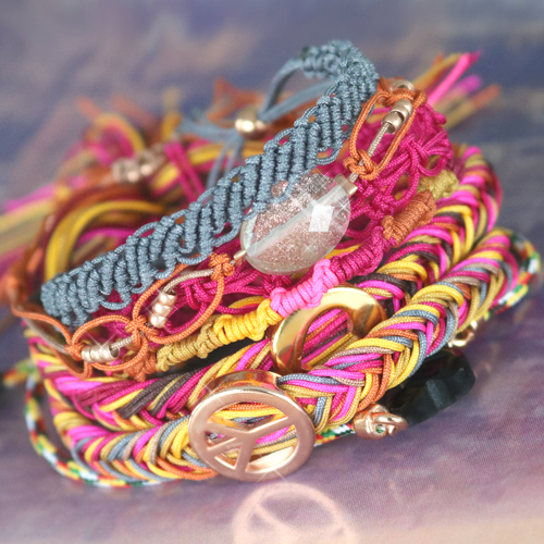 Create trendy bracelets? Take a look at the inspiration of this hip cord!