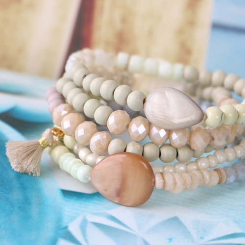 Complete your Easter look with our marvelous faceted beads, shell beads, drip art glass beads and a lot of other trendy findings!
