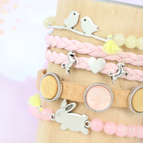 Soft colours, cute charms & connectors: Easter inspiration