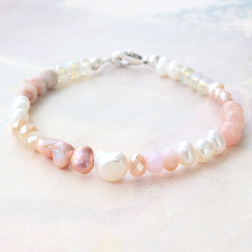 These freshwater pearl bracelets and necklaces are so feminine