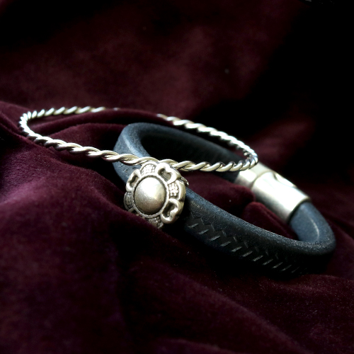 Fashionable bracelets made with new TQ metal