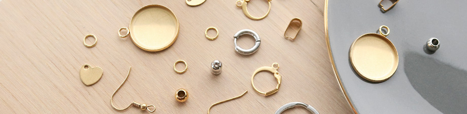 New stainless steel jewellery findings in gold!
